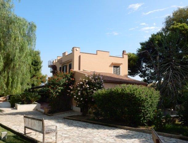 villa seta agrigento bedandbreakfast met zwembad.jpg