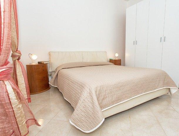 villa seta agrigento slaapkamer.jpg