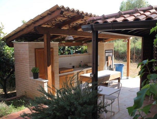 villa seta agrigento buitenkeuken overzicht.jpg