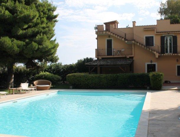 villa seta agrigento zwembad.jpg
