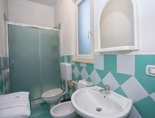 villa seta agrigento badkamer.jpg