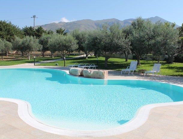 casale la macina-scopello-het-zwembad.jpg