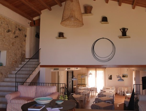 casale la macina-scopello-lobby-restaurant.jpg