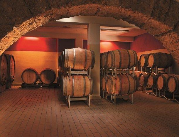 agriturismo-sirignano-sicilie-wijnvaten.jpg