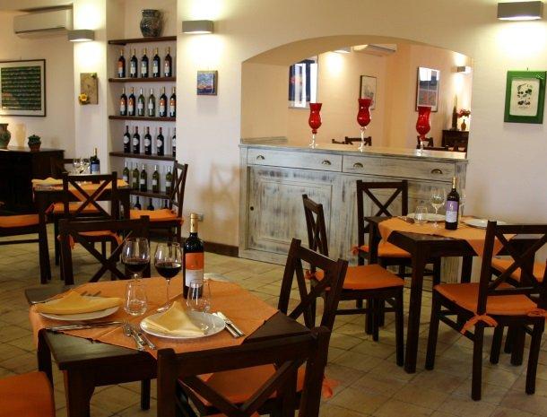 agriturismo-sirignano-sicilie-het-restaurant.jpg