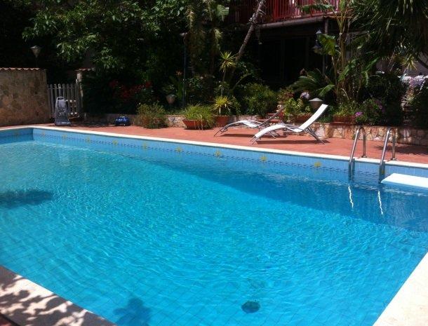 case-di-valentina-het-zwembad.jpg
