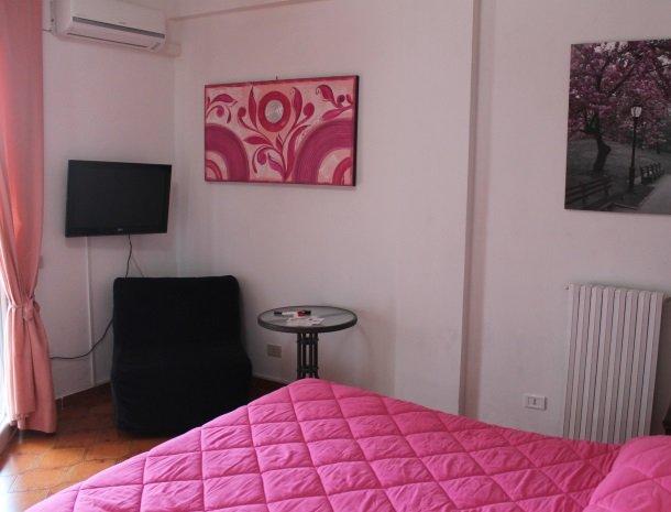 case-di-valentina-slaapkamer-roze.jpg