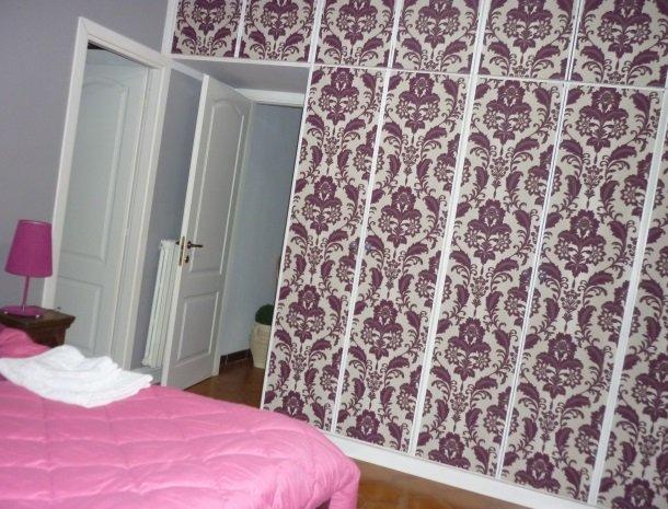 case-di-valentina-kamer-roze-muur.jpg