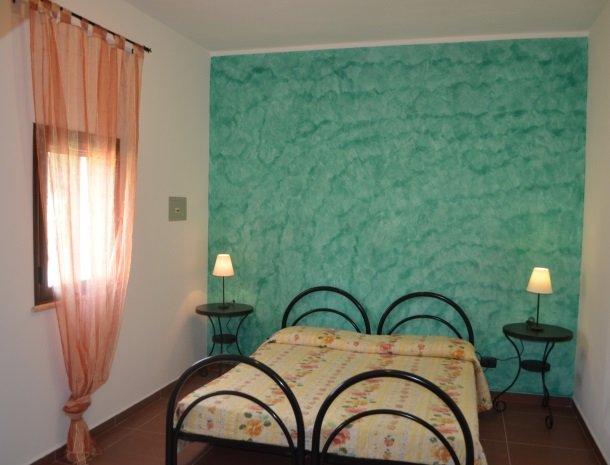 residence-la-luna-nel-pozzo-sciacca-appartementen-slaapkamer-groen.jpg