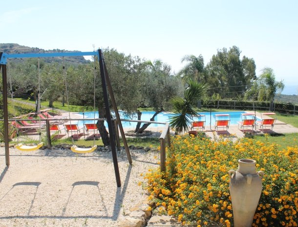 residence-la-luna-nel-pozzo-sciacca-zwembad-speeltuin.jpg