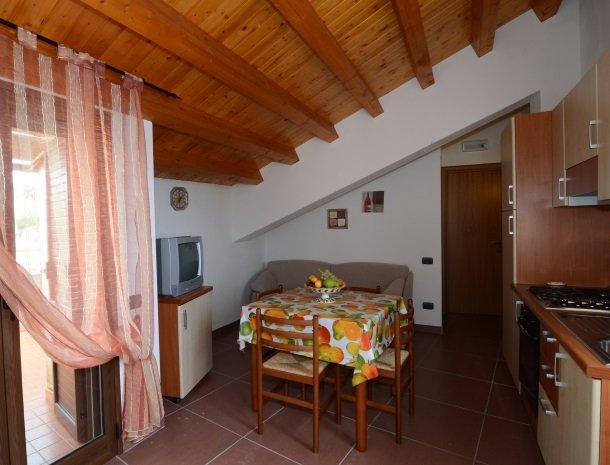 residence-la-luna-nel-pozzo-sciacca-keuken-boven.jpg