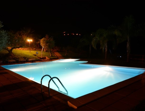 residence-la-luna-nel-pozzo-sciacca-zwembad-avond.jpg