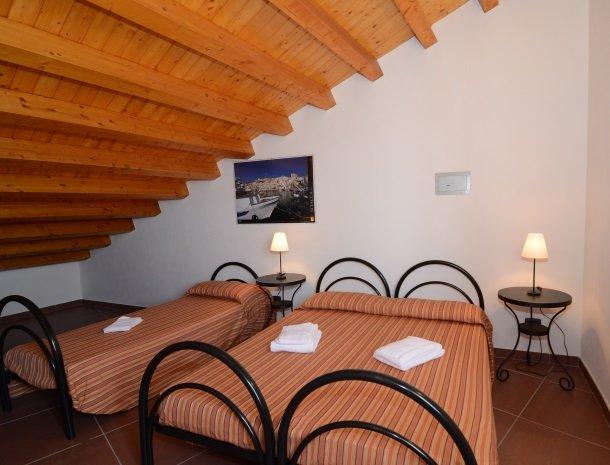 residence-la-luna-nel-pozzo-sciacca-slaapkamer-boven.jpg