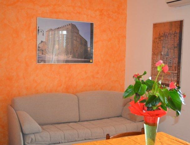 residence-la-luna-nel-pozzo-sciacca-appartementen-woonkamer.jpg