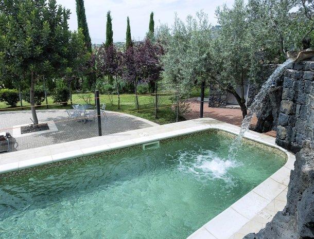 agriturismo-fontana-cherubino-zwembad.jpg