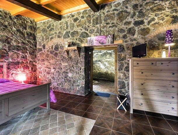 agriturismo-fontana-cherubino-kamer-grotta-grot.jpg
