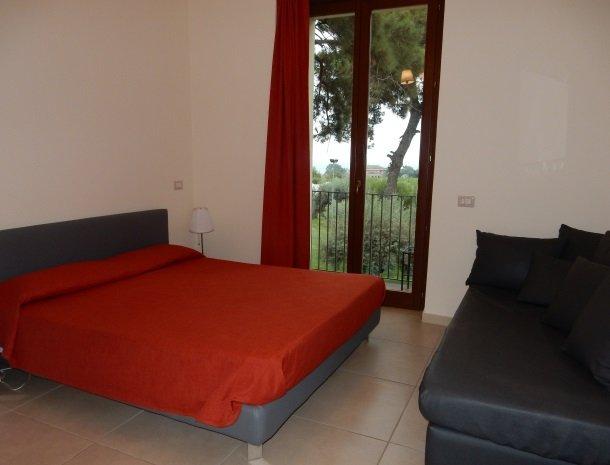 palazzo-rosso-riposto-kamer-rood.jpg