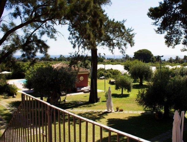 palazzo-rosso-riposto-tuin-overzicht.jpg