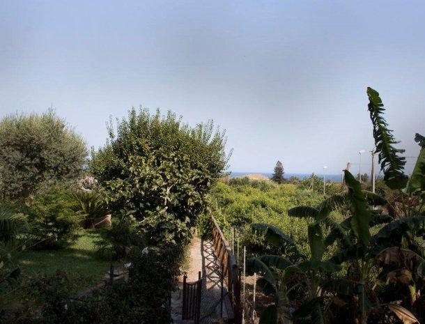 palazzo-rosso-riposto-uitzicht-zee.jpg
