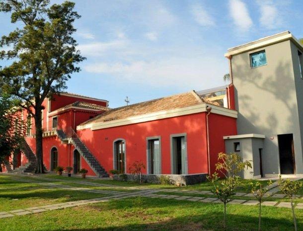 palazzo-rosso-riposto-huis.jpg