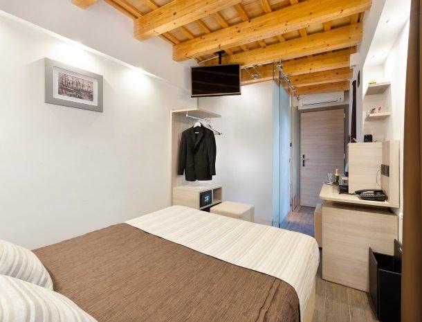 hotel-trapani-in-slaapkamer-klein-tv.jpg
