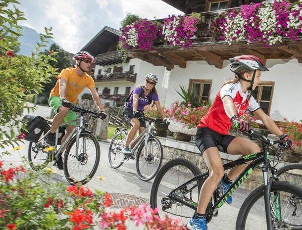 hotel-kirchner-bramberg-fietsen-familie.jpg