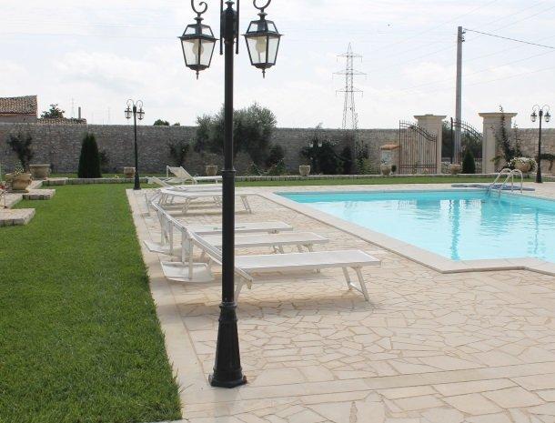 casale1821-ragusa-zwembad.jpg