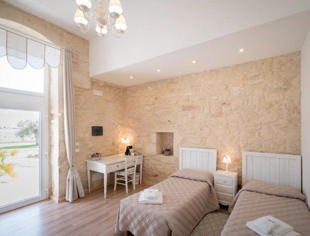 casale1821-ragusa-slaapkamer-2-bedden.jpg