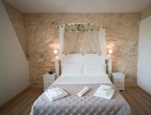 casale1821-ragusa-slaapkamer-bed.jpg
