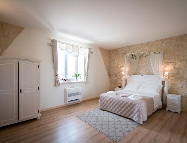 casale1821-ragusa-slaapkamer-ruim.jpg