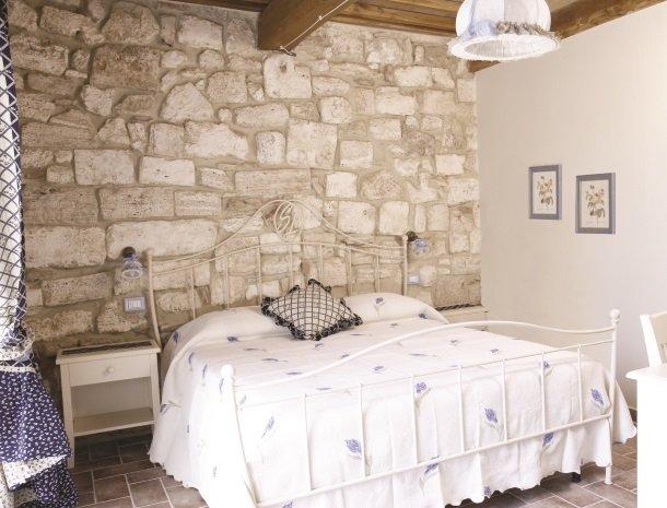 agriturismo-san-lorenzo-rapolano-slaapkamer.jpg