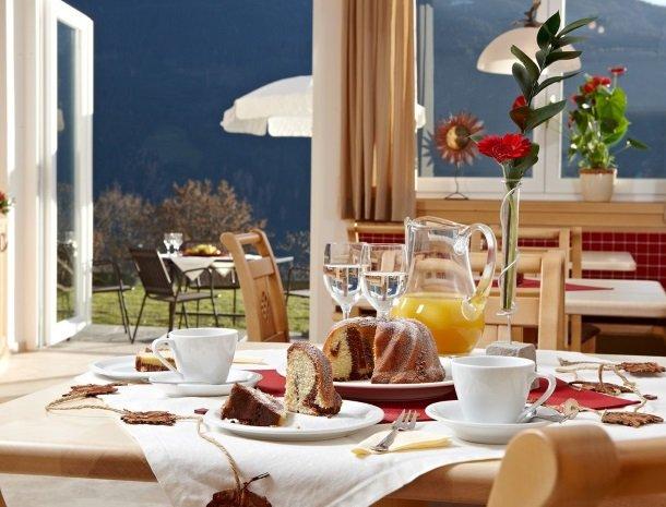 alpenhof-mittersill-ontbijt-binnen.jpg