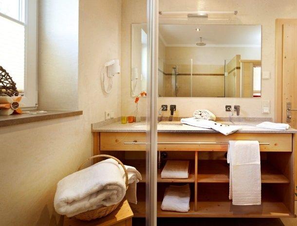 alpenhof-mittersill-badkamer.jpg