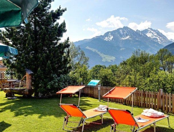 alpenhof-mittersill-tuin-ligstoelen.jpg