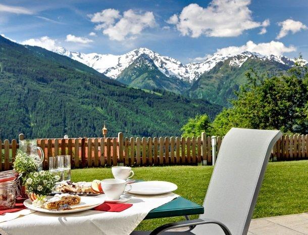 alpenhof-mittersill-ontbijt-terras.jpg