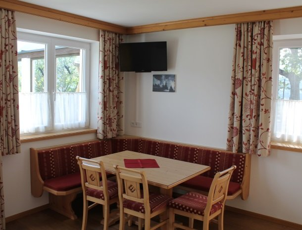 alpenhof-mittersill-appartement-eethoek.jpg
