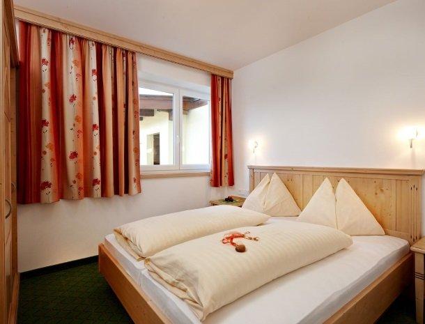 alpenhof-mittersill-slaapkamer.jpg
