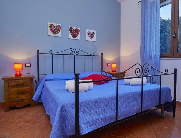 villa celeste sicilie slaapkamer.jpg