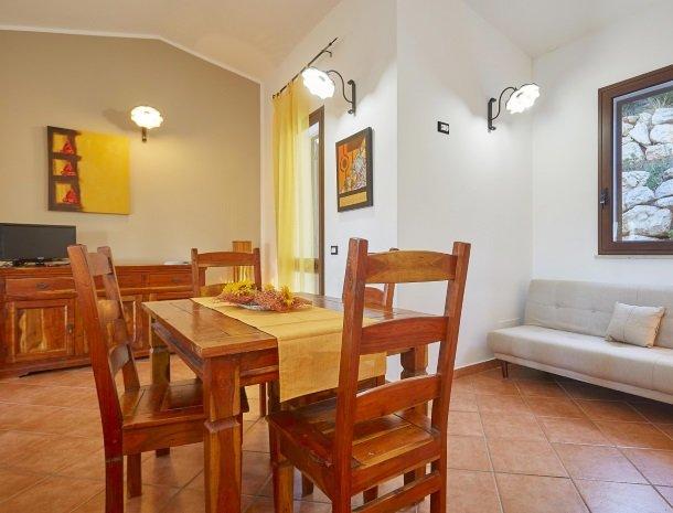 villa celeste sicilie eettafel tv.jpg