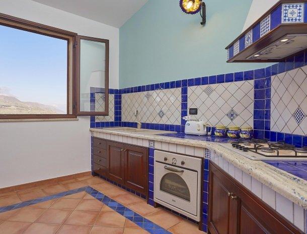 villa olimpia sicilie keuken.jpg