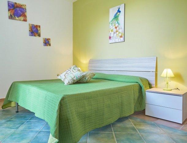 villa olimpia sicilie slaapkamer.jpg