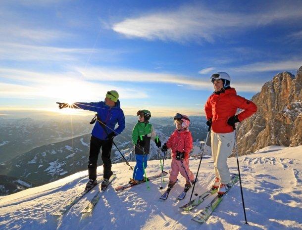 baerenwirt-aich-steiermark-skien-familie-dachstein.jpg
