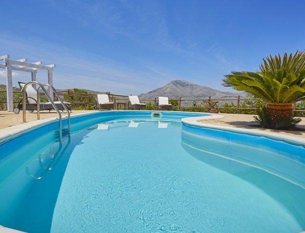 villa-celeste-scopello-zwembad.jpg
