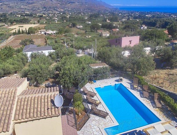villa-olimpia-scopell-overzicht-huis-zwembad-zee.jpg