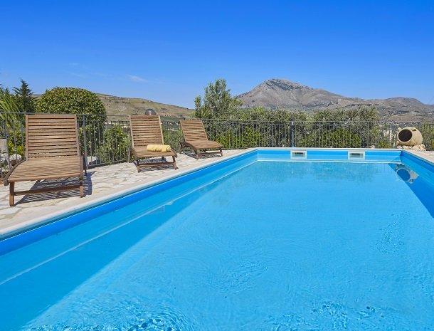 villa-olimpia-scopello-zwemmen.jpg