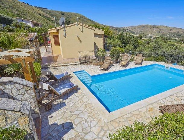 villa-olimpia-scopello-huismetzwembad.jpg