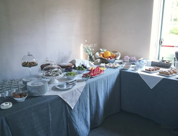 casina-miregia-menfi-ontbijtbuffet.jpg