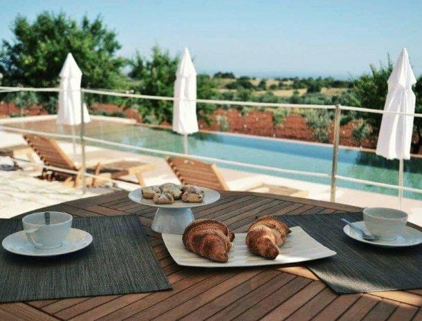 casina-miregia-menfi-ontbijt-zwembad.jpg