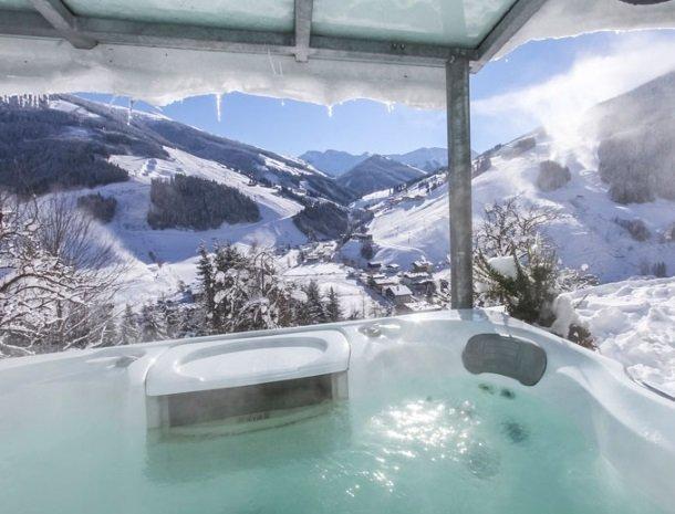 ferienhof-pfefferbauer-hinterglemm-winter-whirlpool.jpg