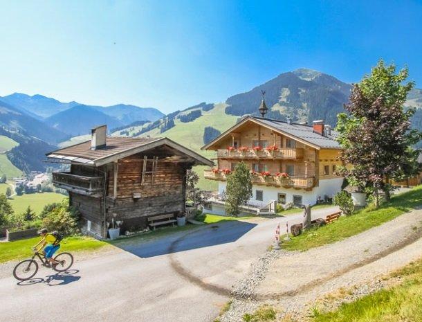 ferienhof-pfefferbauer-hinterglemm-fietsen.jpg